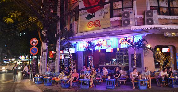 уличное кафе в Сайгоне