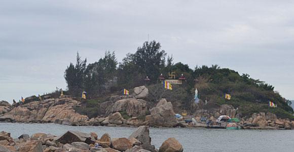 пагода на острове