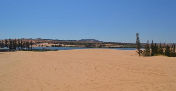 озеро рядос дюнами